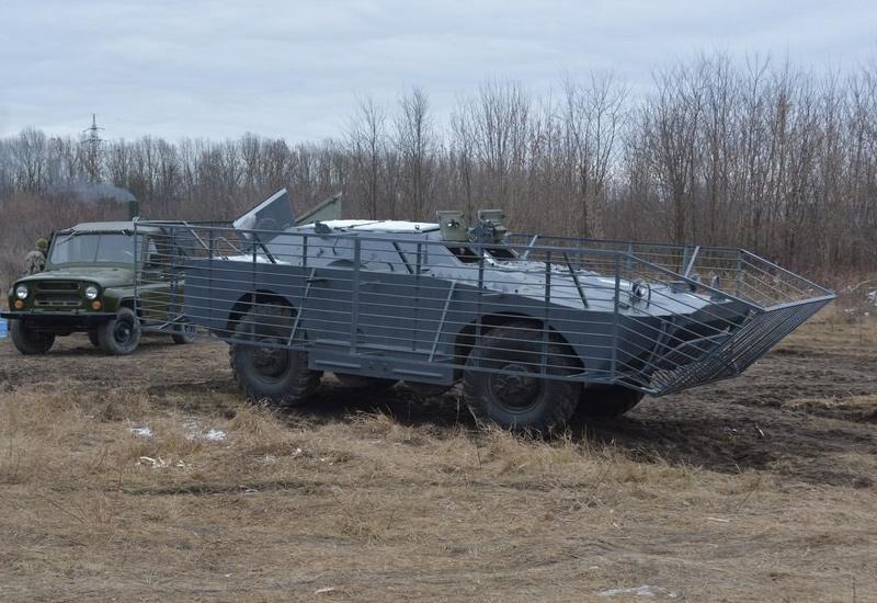 БРДМ-1 в решетках