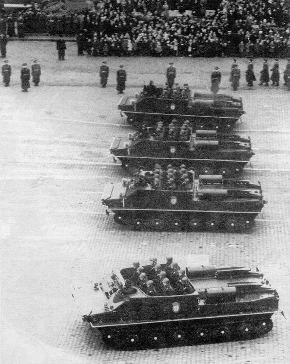 Бронетранспортеры БТР-50 на Красной площади