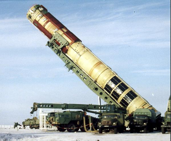Загрузка Р-36М в ШПУ