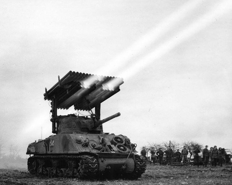 M4A3 T34 Sherman Calliope ведёт огонь во Франции