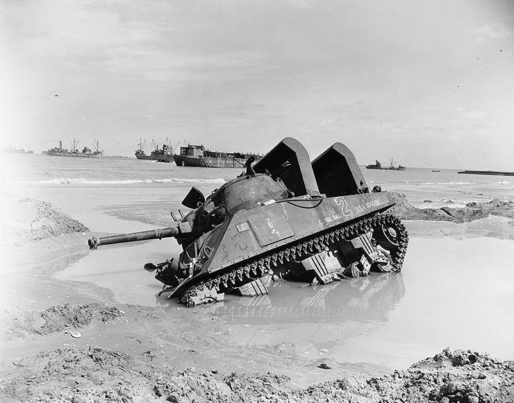 Американский M4, брошенный экипажем на участке высадки «Юта-Бич» во время операции «Оверлорд»