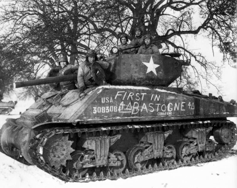 Экипаж американского танка «Шерман» M4A3E2