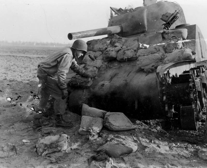 Танк M4 «Шерман» из 66-го бронетанкового полка армии США (66th Armor Regiment), подбитый в районе немецкого города Коршенброх