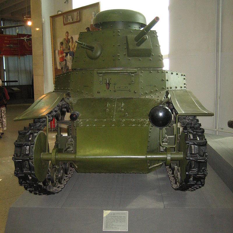 Восстановленный Т-18 из экспозиции Военного музея в Москве