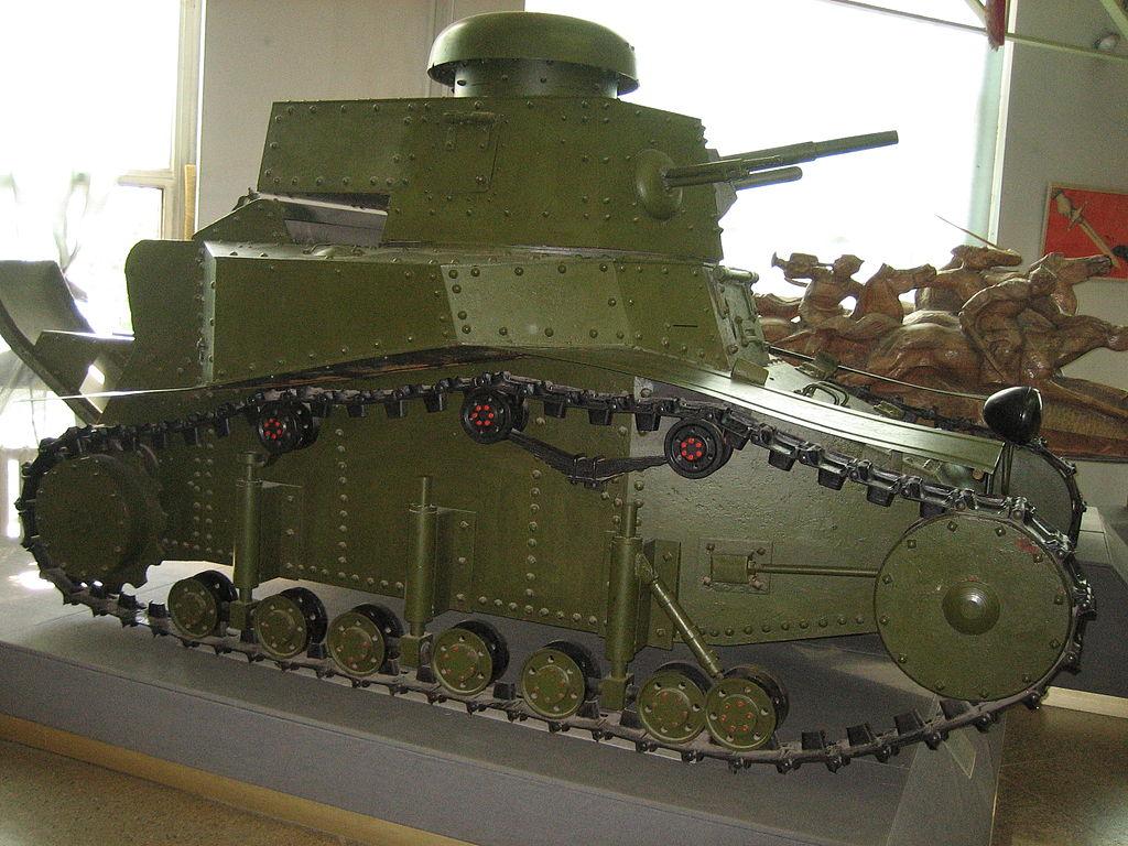 Ходовая часть восстановленного Т-18 Военного музея в Москве