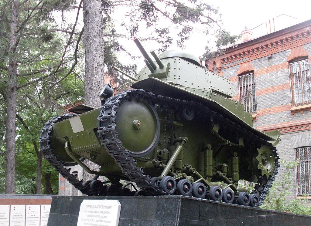 Танк Т-18 — памятник воинам-дальневосточникам, погибшим в конфликтах на КВЖД, на озере Хасан и на Халхин-Голе, а также в 1945 году в Маньчжурии, на Курилах и на Сахалине. Хабаровск, сквер штаба Восточного военного округа