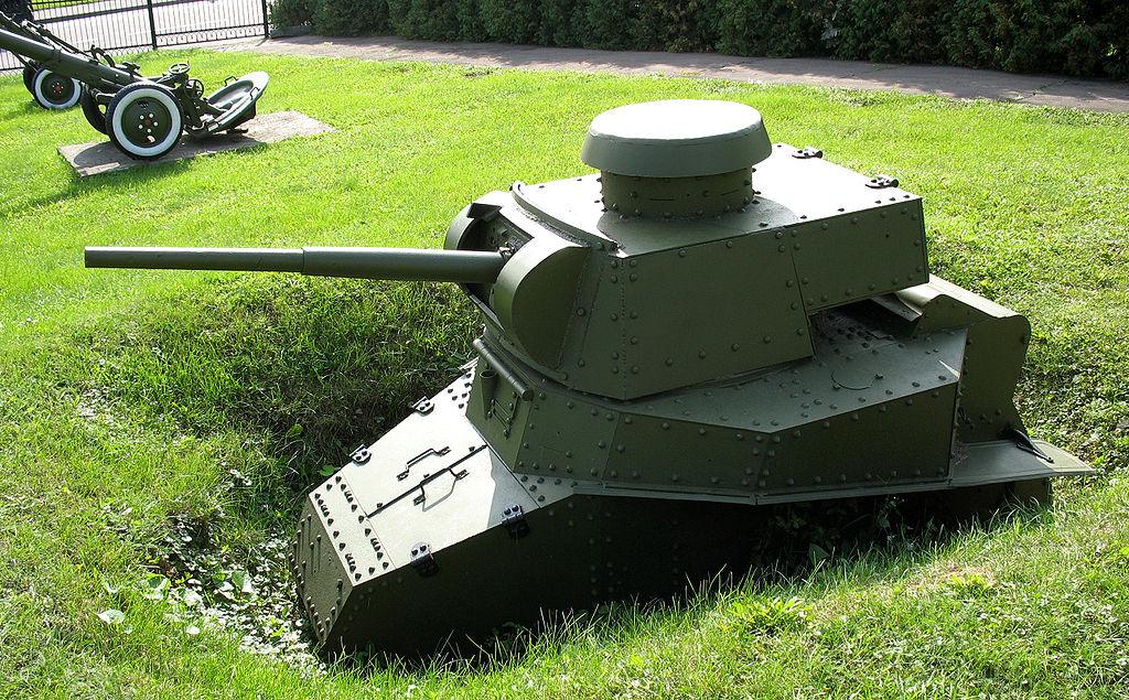 Вкопанный в виде ДОТа Т-18 с 45-мм пушкой. Экспозиция Центрального музея Великой Отечественной войны