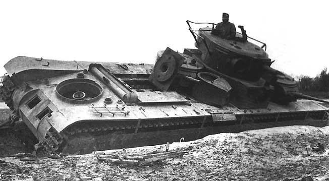 Т-35, брошенный экипажем из-за неисправности. Западная Украина, июль 1941 г.