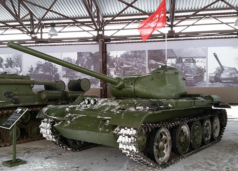 Танк Т-44 в экспозиции Музея отечественной военной истории