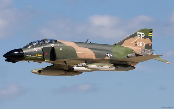 F-4 «Фантом» 2 - истребитель-бомбардировщик США третьего поколения