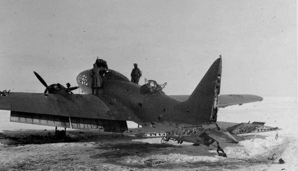 Вынужденная посадка бомбардировщика Ил-4