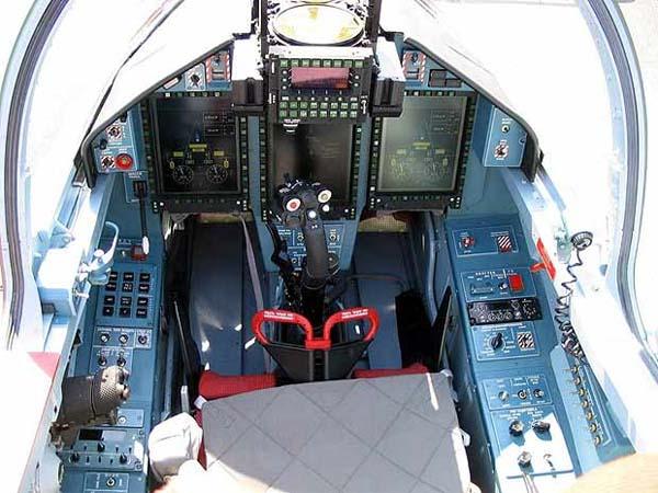 Кабина пилотов Як-130