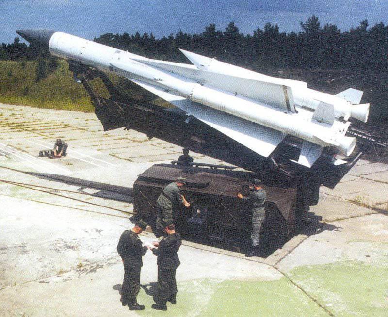 Зенитная управляемая ракета 5В21 на пусковой установке 5П72