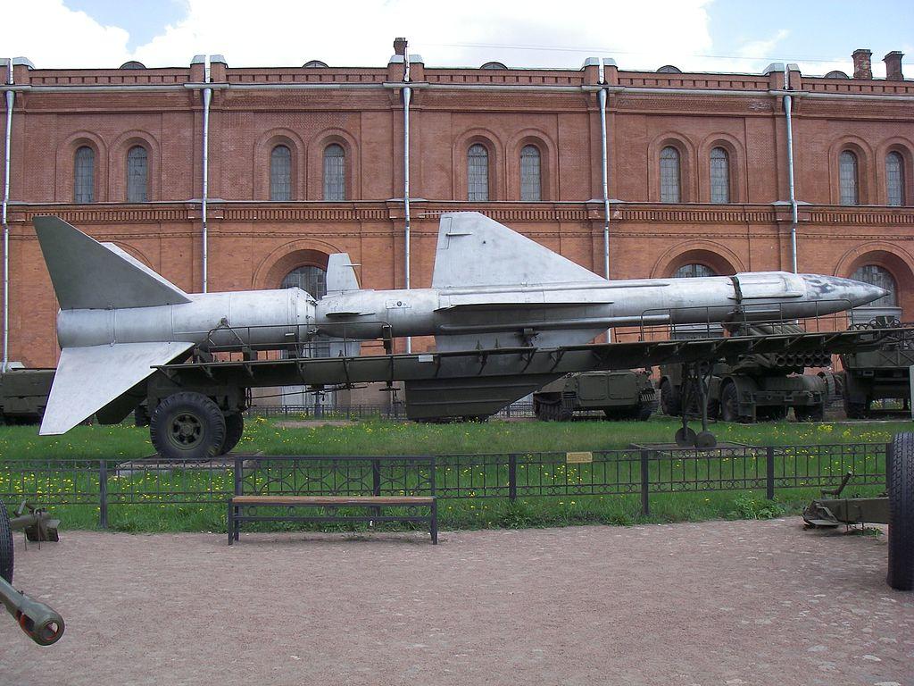 Двухступенчатая ЗУР В-400 (5В11) ЗРС «Даль» в Артиллерийском музее Санкт-Петербурга