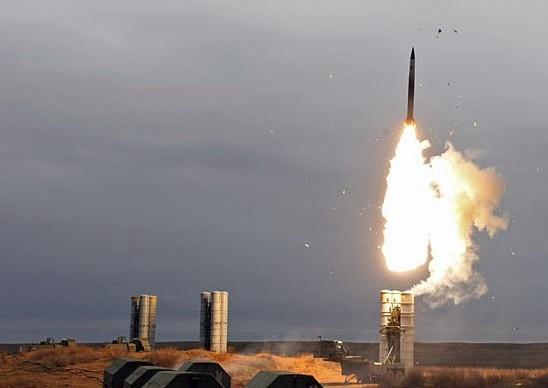 Фото пуска ракет ЗРС С-400 'Триумф' (40Р6)