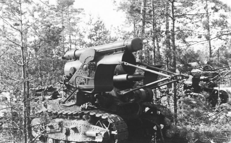 Советская 203-мм гаубица Б-4 (образца 1931 г.), захваченная немцами. Отсутствует ствол орудия, который транспортировался отдельно. 1941 год, предположительно Белоруссия