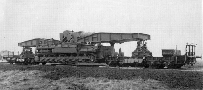 Транспортировка самоходной мортиры «Карл» по железной дороге