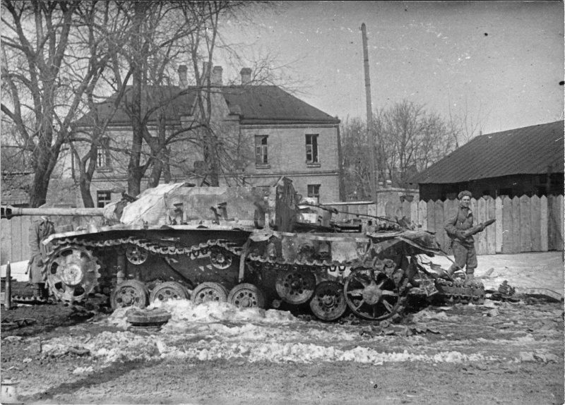 Немецкая САУ StuG III Ausf.G брошенная в городе Проскуров (ныне Хмельницкий)