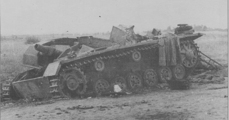 Уничтоженное советской артиллерией штурмовое орудие StuG III Ausf A, район Киева, лето 1941 года.