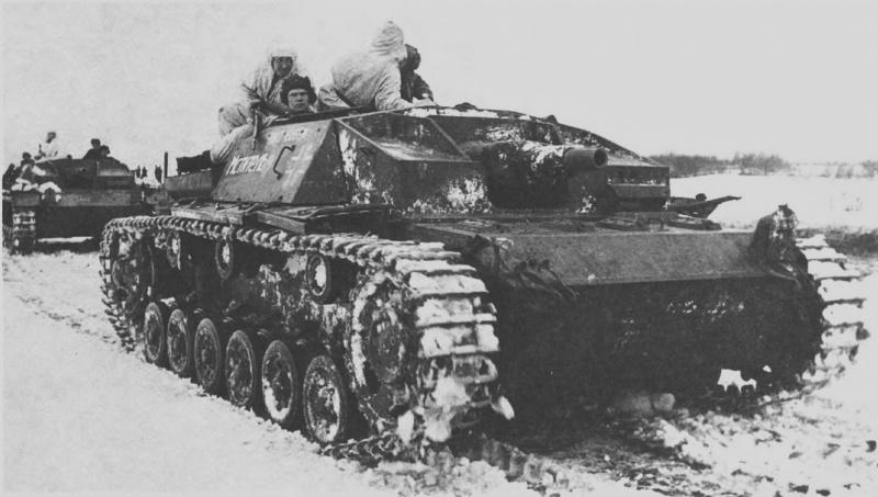 Десант красноармейцев на борту трофейной САУ StuG III Ausf. C отдельной роты трофейных танков