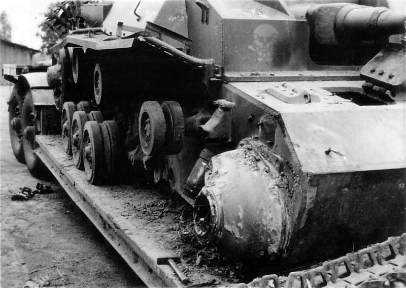 САУ StuG III Ausf. D дивизии СС «Мертвая Голова», подбитая в СССР в 1941 году, на прицепе для перевозки