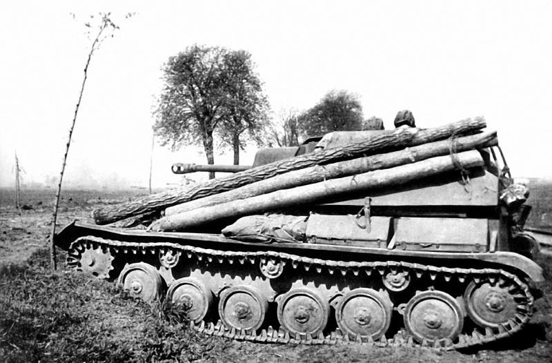 Экипаж самоходной установки Су-76М под командованием мл. лейтенанта И.И. Иванова ведет бой в провинции Бранденбург