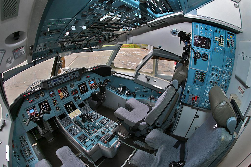 Кабина Ту-204
