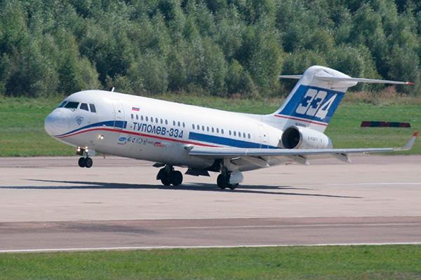 Взлет самолета Ту-334