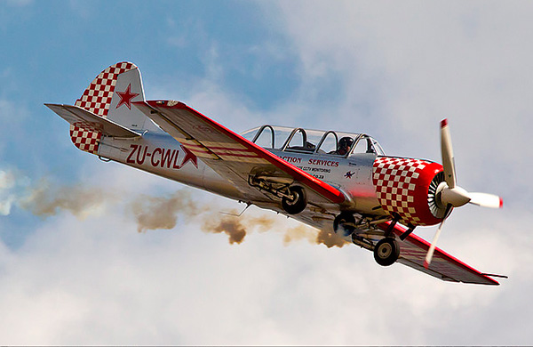Як-52 - спортивно-тренировочный самолет