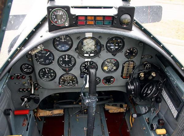 Кабина первого пилота Як-52