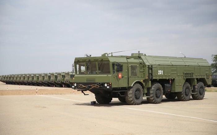 Передача бригадного комплекта ракетных комплексов 'Искандер-М' 112-й ракетной бригаде. 2014 г. 08 июля - на полигоне Каспустин Яр