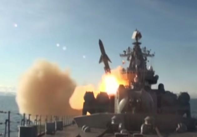 Пуск ракеты П-1000 'Вулкан' с ракетного крейсера 'Варяг'