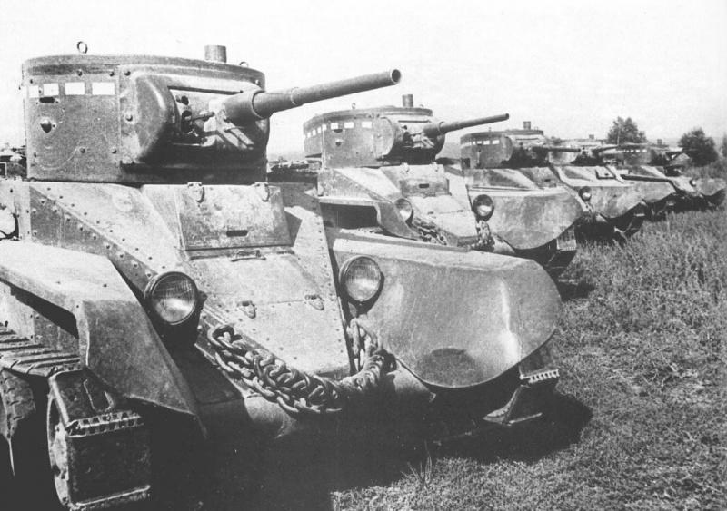 Советские танки БТ-5 на осенних тактических маневрах 1939 года