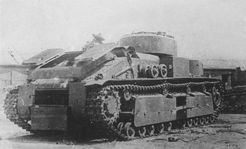 Советский средний танк Т-28, брошенный из-за неисправности на территории технического парка в Львове