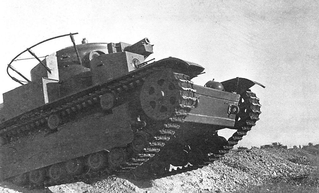 Танк Т-28 на войсковых манёврах. Белорусский военный округ, 1936 год