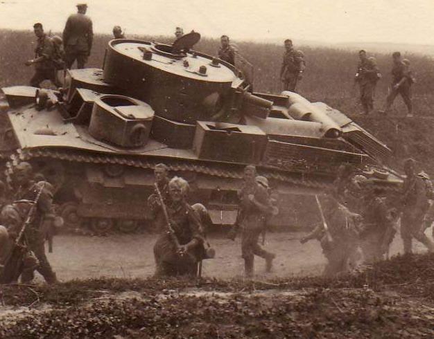 Экранированный Т-28, брошенный экипажем. Украина, июль 1941 года