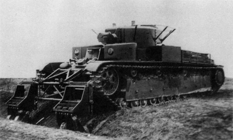 Танк Т-28 с колейным минным тралом во время испытаний преодолевает траншею. НИБТ полигон.