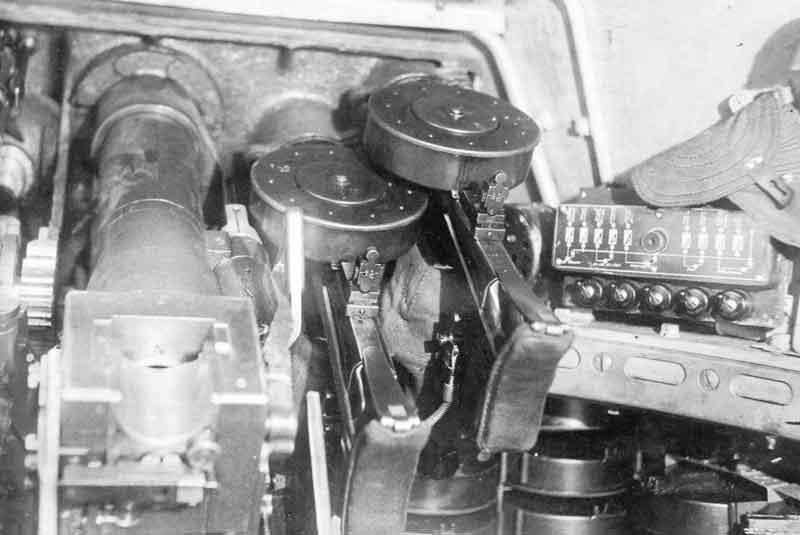 Танковое орудие и спаренные пулеметы танка Т-50