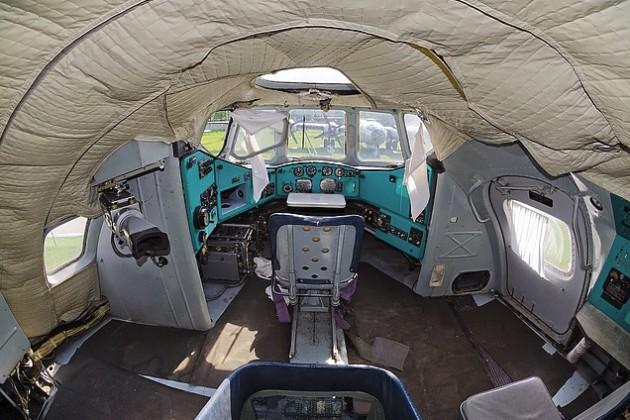 Кабина пилотов Ми-12