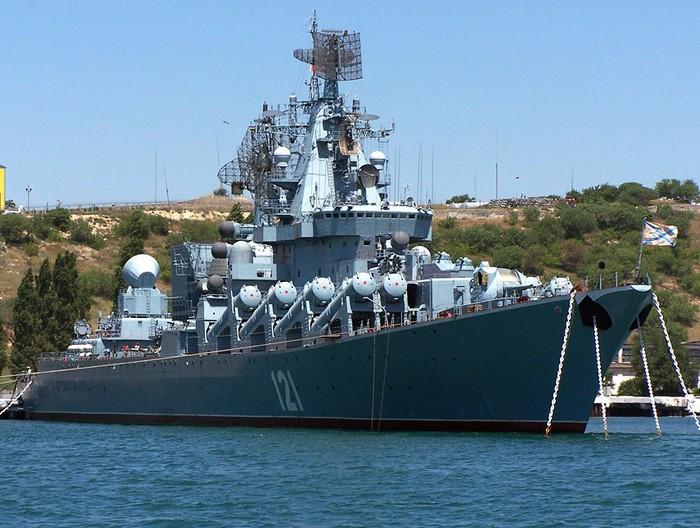 Ракетный крейсер 'Москва' («Слава») - флагман Черноморского флота России