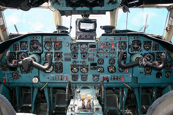 Кабина пилотов Ан-32