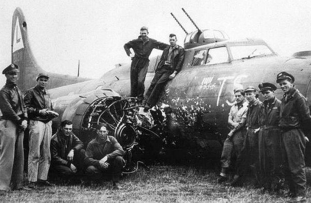 B-17 Летающая Крепость получившие повреждения