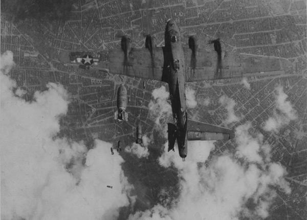 Боинг B-17G «Летающая Крепость» американский бомбардировщик