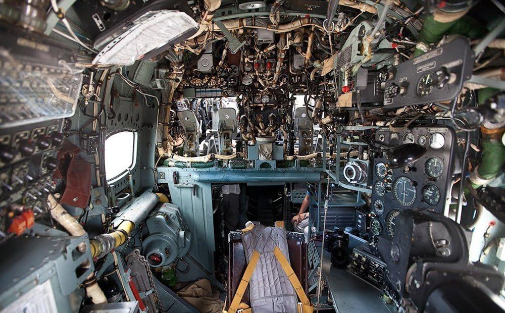 Вид на штурманское кресло из носа самолета Бе-12