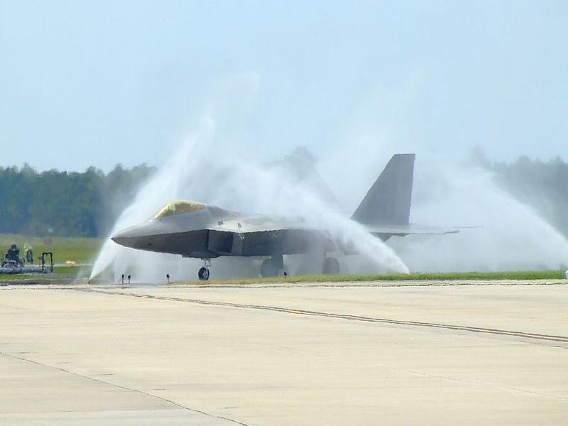 Мойка F-22 «Раптора»
