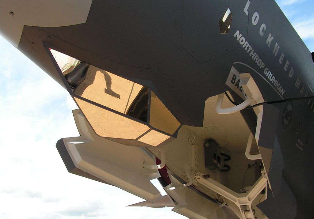 Оптико локационные станции F-35 с германиевыми линзами Френеля