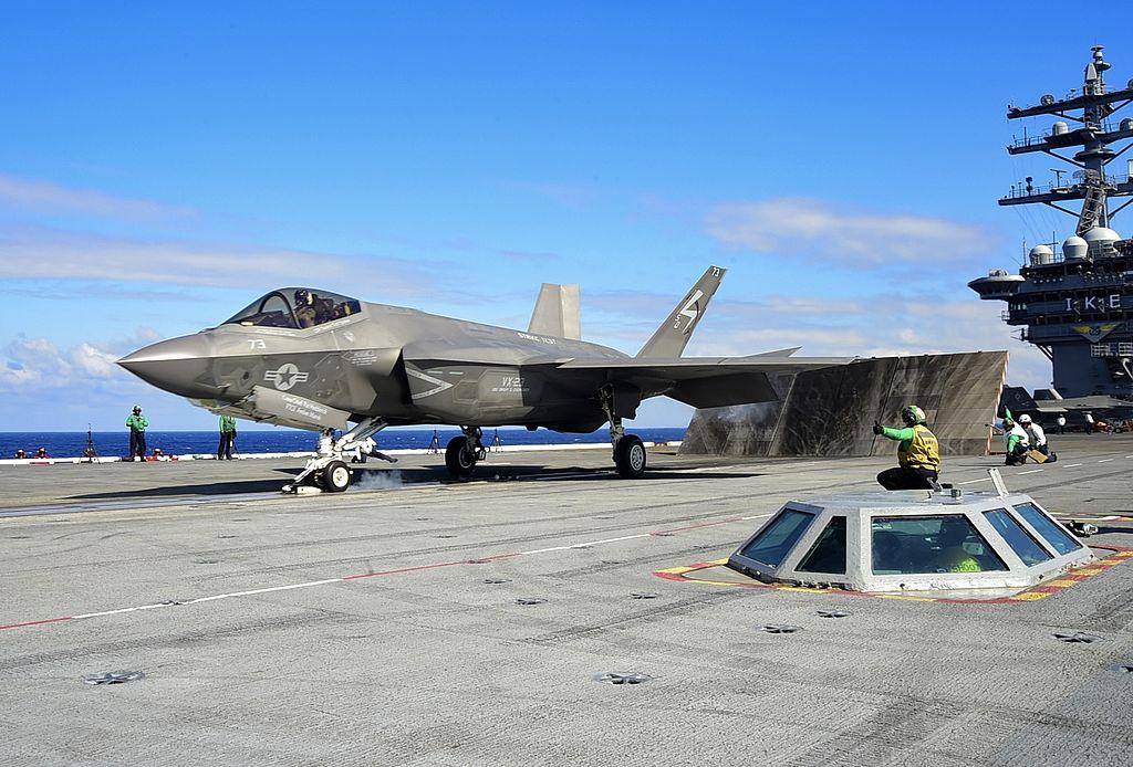 F-35C готовится к взлету с авианосца CVN-69 'Dwight D. Eisenhower', 3 октября 2015