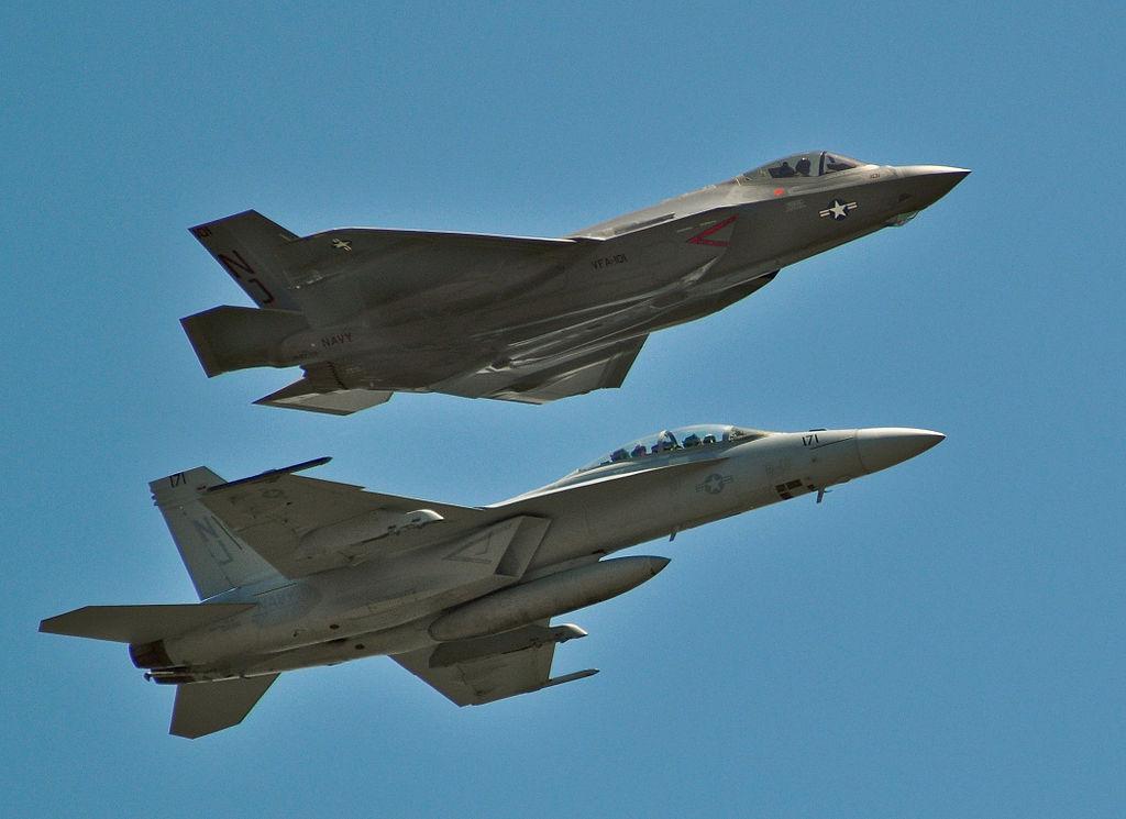 F-35C и F/A-18F Super Hornet
