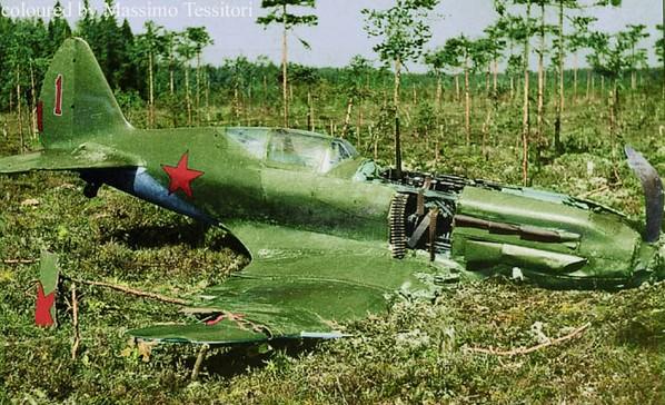 Разбитый МиГ-3 после вынужденной посадки