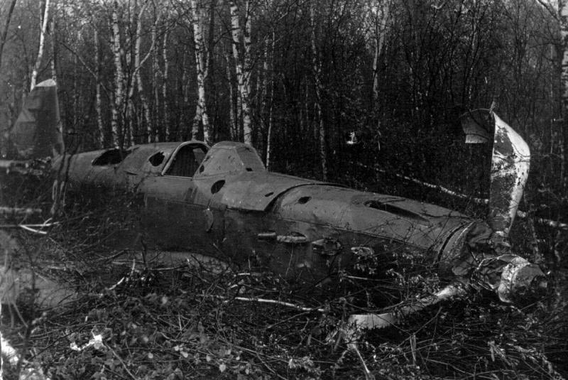 Истребитель Як-1 (бортовой номер 29) из 562-го истребительного авиаполка ПВО, разбитый при вынужденной посадке